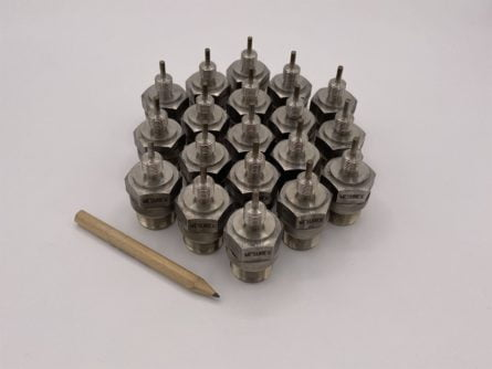 Photo d'un lot irj pt100 avec connecteur 3 pin et raccord fileté