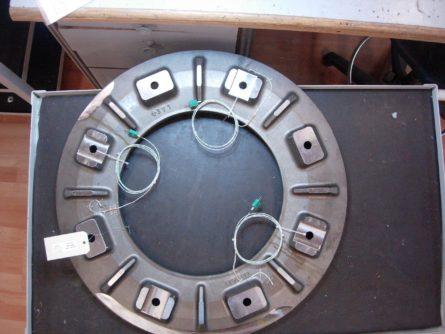 Photo d'implementation de capteurs sur pièce client