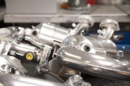 Photo d'implémentation de capteurs sur pièce client automobile